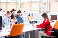 Startup arbete för grupp för affärsfolk royaltyfri foto