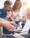 Startup begrepp för möte för mångfaldteamworkidékläckning Dokument för affärsTeam Coworker Global Sharing Economy rapport Arkivfoto