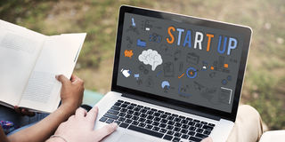 Startup nytt begrepp för affärslanseringsutveckling arkivfoton