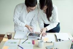 Startverschiedenartigkeits-Teamwork-Brainstorming-Planungs-Partnerschafts-Konzept Stockbild