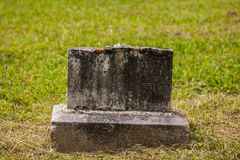 Stary Łamający Gravestone Obraz Royalty Free