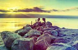 Stary łamający molo przy morzem bałtyckim Obraz Royalty Free