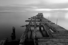 Stary łamający puszka drewniany molo w Punta Arenas, stary dok w Chile o fotografia royalty free