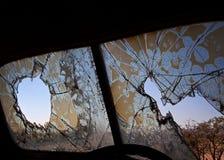 Stary łamający windsheild opustoszały samochód, obrazy royalty free