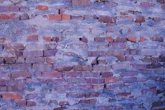 Stary ściana z cegieł spadać obrazy stock
