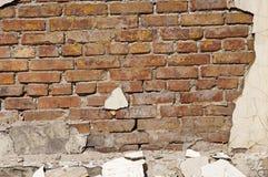 Stary ściana z cegieł z szczątkami tynk Zdjęcia Stock