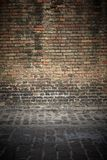 Stary ściana z cegieł tło z podłoga Obrazy Stock