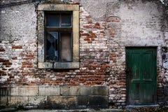 Stary ściana z cegieł z drzwiowym okno - retro 7 Obrazy Royalty Free