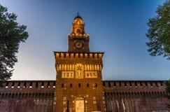 Stary średniowieczny Sforza kasztel Castello Sforzesco i wierza, Mediolan obraz stock