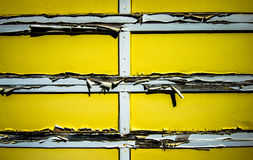 Stary żółty garaż. Zdjęcie Stock