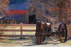Stary żelazny ciągnik Obraz Stock