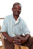 Stary afrykański mężczyzna obsiadanie na drabinie zdjęcie stock