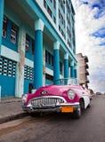 Stary Amerykański retro samochód, ikonowy widok w mieście na Malecon uliczny Styczeń 27, 2013 w Ol (50th rok zeszły wiek) Zdjęcie Stock