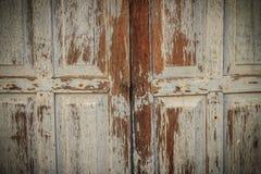 Stary antyczny drewniany huśtawkowego drzwi tło Rocznik stary drewniany Obraz Royalty Free