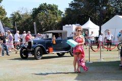 Stary antykwarski samochód jadący obraz royalty free