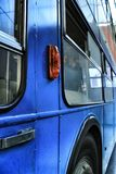 Stary błękitny pasażerski autobus obrazy royalty free