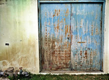 Stary błękitny stalowy drzwi Obraz Stock