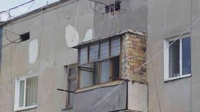 Stary balkon z brickwork w wieżowu zbiory