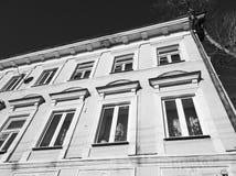 Stary betonu dom Architektoniczny dom Antykwarska ?ywa przestrze? fotografia royalty free