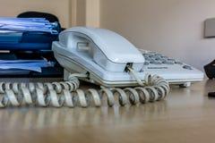 Stary biały biurowy desktop telefon Obrazy Royalty Free