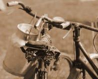 Stary bicykl zeszły wiek używać odtransportowywać mleko mi Fotografia Royalty Free