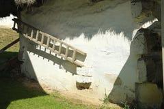 Stary biel myjący dom wiejski Obrazy Stock