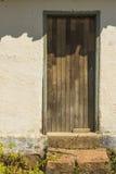 Stary brazylijski gospodarstwo rolne dom z drewnianymi drzwi i kamienia krokami obrazy stock