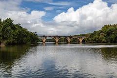 Stary bridżowy Fredericksburg Virginia usa z piękną linią horyzontu zdjęcie stock