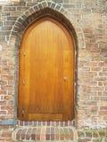 Stary Brown drewniany drzwi w mieście Frankfurt ja fotografia royalty free
