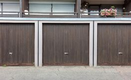 Stary brown drzwi garaż obraz royalty free
