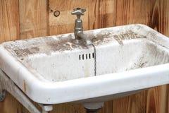 Stary brudny klozet lub washbasin Fotografia Stock