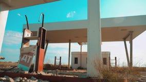Stary brudzi opustoszałą benzynową stację U S styl życia trasa 66 kryzys drogi 66 zwolnionego tempa tankuje wideo zamknięty super zbiory
