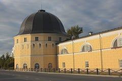 Stary budynek Gostiny Dvor w Arkhangelsk zdjęcia stock