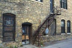 Stary budynek i schodki obraz stock