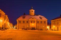 Stary budynek miasto urząd miasta na Luty nocy porvoo finlandia fotografia stock