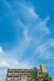 Stary budynek na niebieskim niebie Zdjęcie Royalty Free