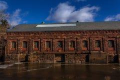 stary budynek na rzece Obraz Royalty Free