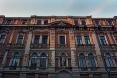 Stary budynek podczas czerwonego zmierzchu europejczycy obrazy royalty free