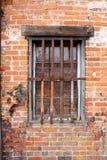 Stary budynek z barami na okno fotografia stock