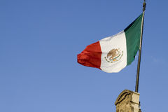 Stary budynek z Mexico flaga, Meksyk Zdjęcia Stock