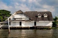 Stary Chao Phraya Rzeczny Tajlandzki tradycyjny dom Zdjęcie Stock