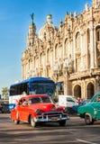 Stary Chevrolet blisko Wielkiego Teatru w Havana Fotografia Stock