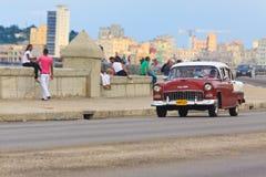 Stary Chevrolet przy Malecon w Havana Zdjęcia Royalty Free