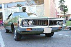 Stary Chrysler samochód przy samochodowym przedstawieniem Obrazy Stock