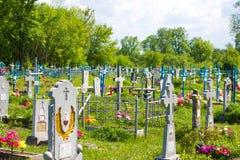 Stary cmentarz przerastający z trawą Fotografia Stock