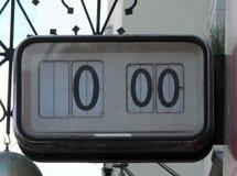 Stary cyfrowy elektryczny ulica zegar z liczbami zatrzymywać Zdjęcia Royalty Free