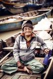 Stary człowiek na łodzi w rzece, Wietnam Fotografia Royalty Free