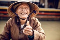 Stary człowiek na łodzi w rzece, Wietnam Zdjęcia Royalty Free