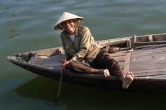 Stary człowiek ono uśmiecha się w odcieniu, Wietnam Fotografia Royalty Free