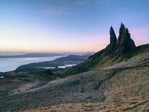 Stary Człowiek Storr kołysa z jasną niebo wyspą Skye Szkocja, Luty ranek Obraz Royalty Free